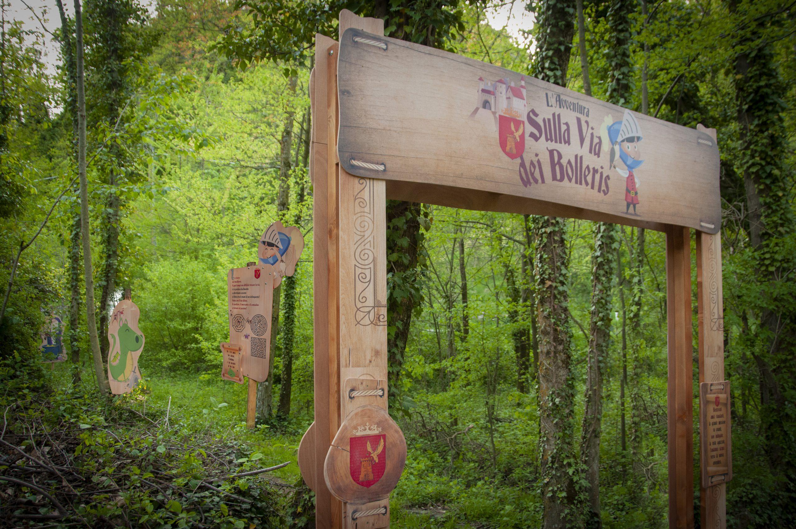 parco didattico e tematico in legno nel bosco